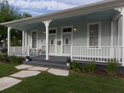 Photo for Cozy Southtown Cottage near Hemisphere, the Convention Center, and King William