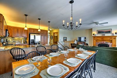This lovely vacation rental condo offers 3 bedrooms and 3 baths for 10 guests.