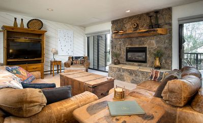 Big Family Home, 200ft to Slopes, Grills/HotTubs, Free Shuttle, Discount LiftTix