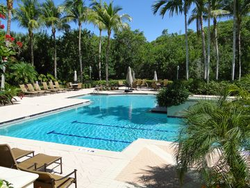 Cove Towers (North Naples, Florida, United States)