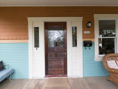 Photo for Cozy 2 bedroom cottage near Hawthorne