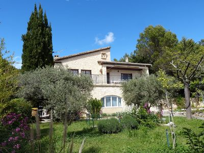 Photo for Spacious villa with superb views of the Luberon