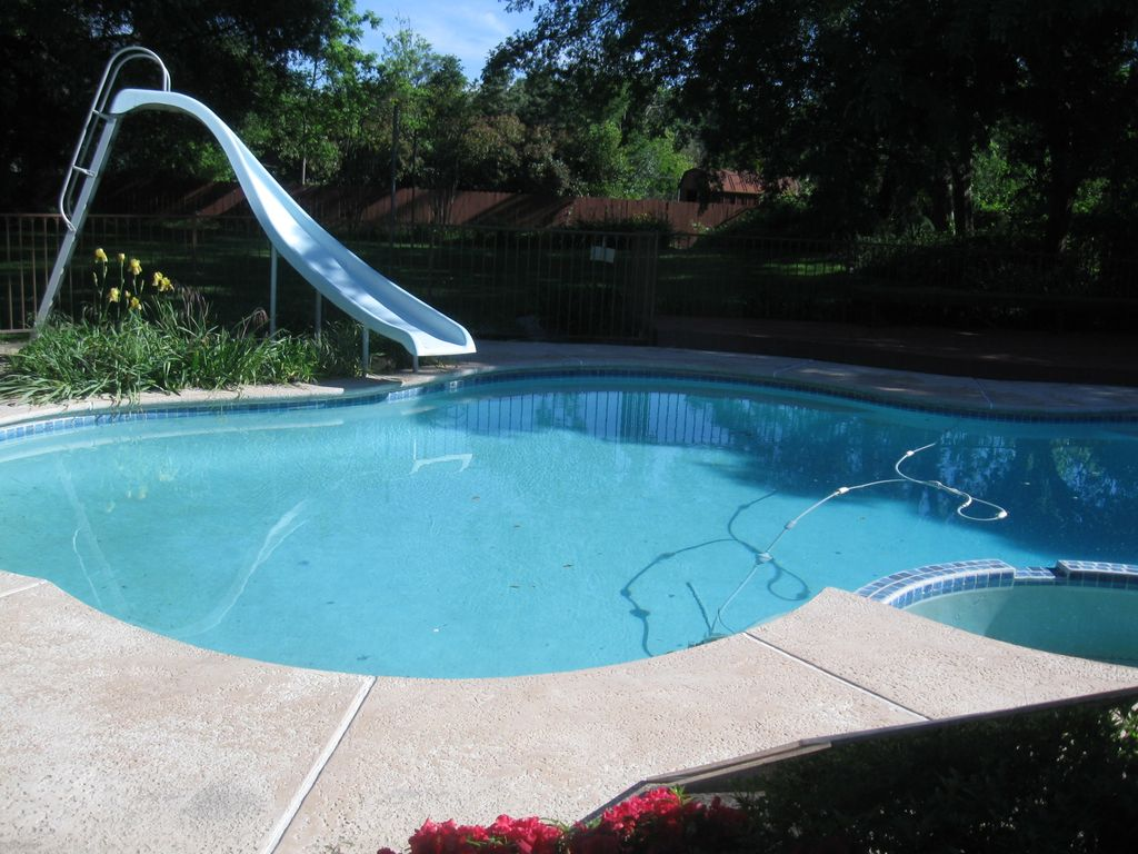 Awesome Backyard With Pool, Deck, Covered Patio, Large Lawn
