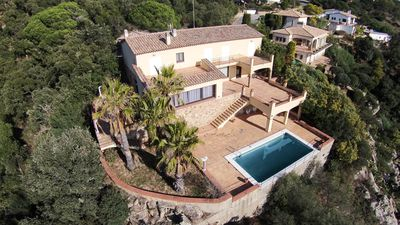 Photo for Villa with spectacular views over the sea