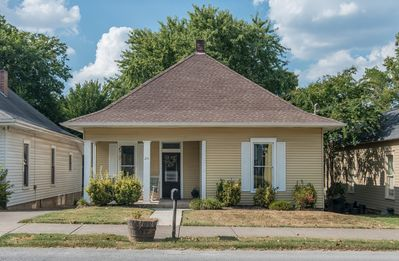 Beautiful, historic home in walking distance to Downtown Historic Franklin.