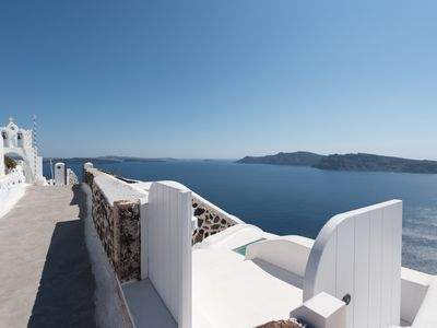 Photo for 3 bedroom luxury villa at Oia with fantastic sea view and jacuzzi pool