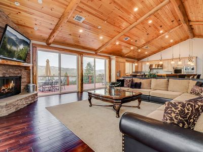 Grand Views: Views of the Entire Big Bear Valley! Luxury! Hot Tub! Game Room! Theater!