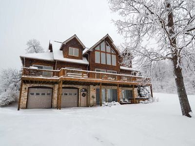 Lake area home with hot tub, pool table, poker table and seasonal state park access.