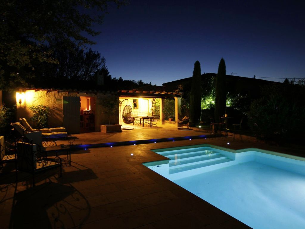 great comfort in this 4 bedrooms with heated pool and ac 2 m