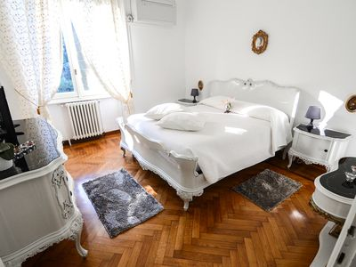 Photo for Favola apartment in Bellagio with WiFi & air conditioning.