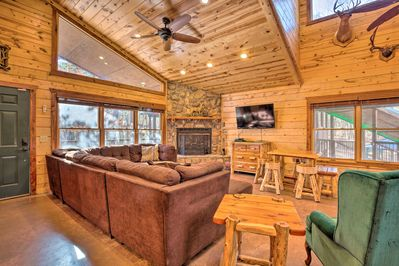 Enjoy all that the Broken Bow area has to offer from this spacious cabin!