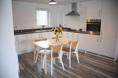 Fully equipped kitchen & open plan dining area
