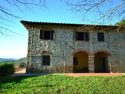 Photo for Detached, cozy cottage in vineyard with swimming pool and views over Tuscany