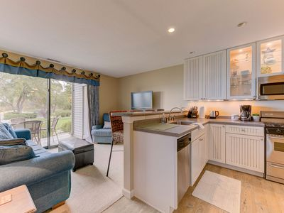 Photo for ☀ Gorgeous 2 Bedroom Lake View Condo