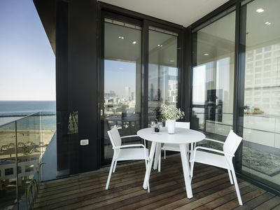 Photo for Luxury Beachfront Apartment by Airsuite