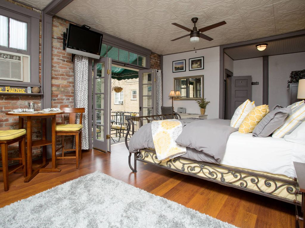 Open  airy studio apartment floor plan  Open the French doors for a nice  breeze. Chic Studio On Oglethorpe Square   Perfect      HomeAway Historic
