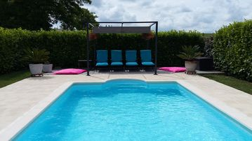 Stylish comfy french farm with a  heated pool. Vineyards. Family friendly