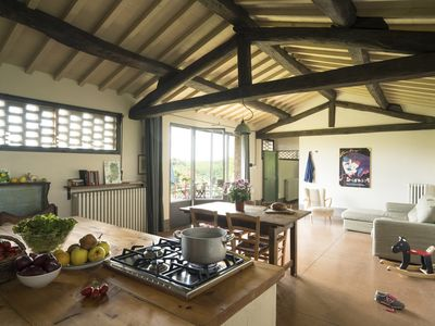 Photo for Luminous and spacious self-catering apartment in Tuscan organic farm