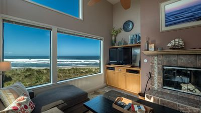 Incomparable ocean views from the living room!