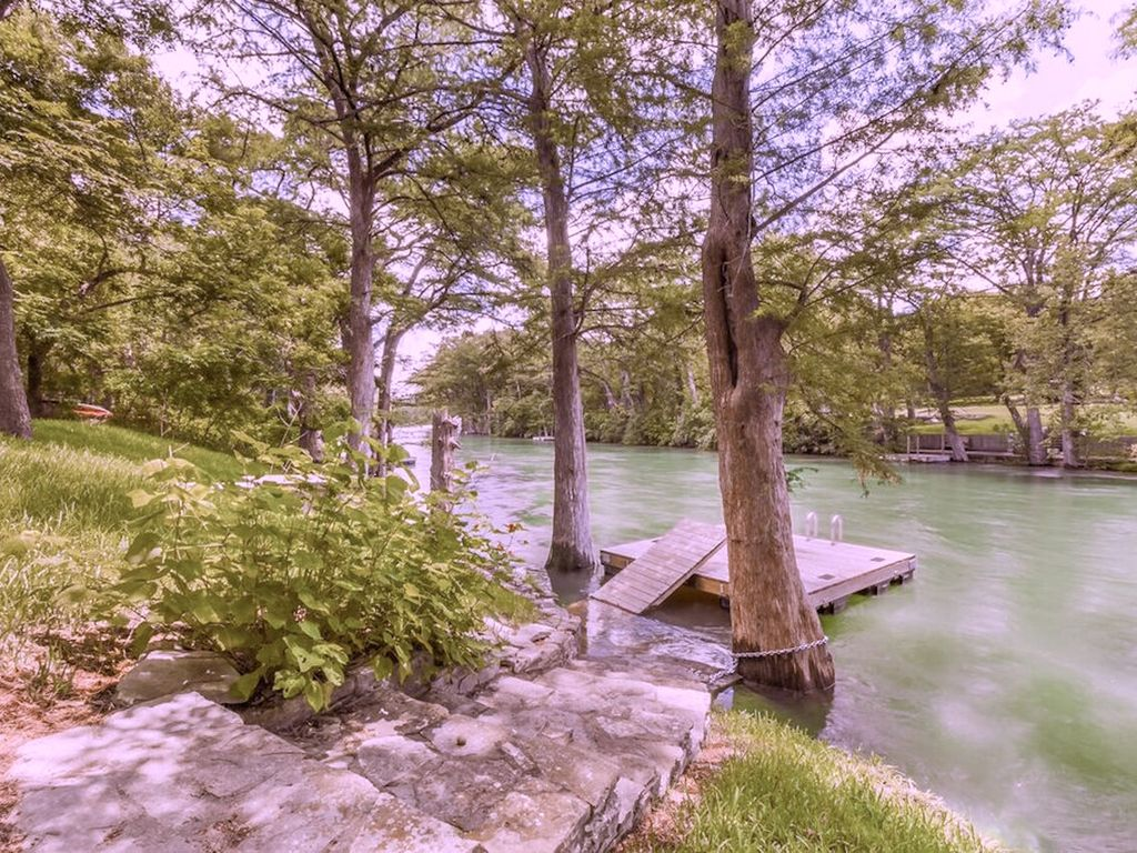 Guadalupe river access view gorgeous home for Cabins near whitewater amphitheater