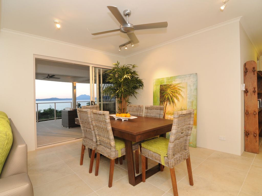 Island Point Villa 4 -  Close to Town with Magnificent Ocean Views.