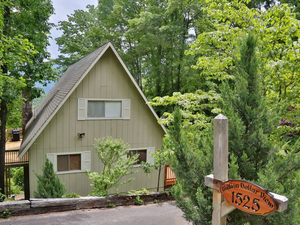 Million dollar view a 4 bedroom cabin near downtown - 4 bedroom cabins in gatlinburg tn ...
