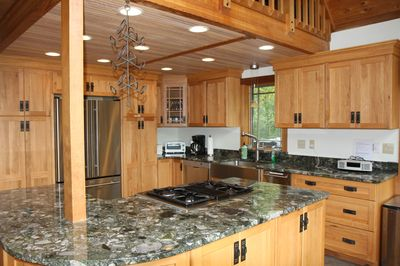 Fully equipped kitchen w all stainless appliances and granite countertops