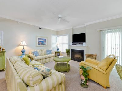 Photo for Fantastic Three Bedroom Corner Unit Luxury Condo with Outdoor Pool!
