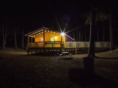 Bass Cabin: Fully Furnished Lakeside Cabin. Nicely decorated for comfort.