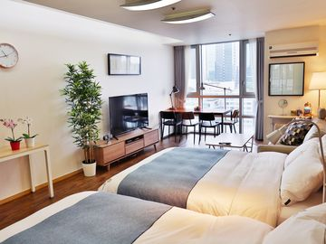 Largest Flat In Gangnam #3 / By Subway & Air Bus/ Free Wifi Egg/ Premium Bedding