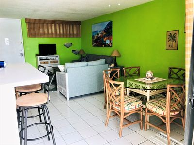 Spacious and comfortable accommodations. Dining table for six, plus a breakfast bar, all ocean front. Flat screen TV with cable and Blu Ray player, NetFlix and Hulu capable. Wi-Fi included.