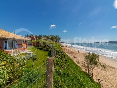 Photo for House for 8 people foot in the sand at the beach of Morro das Pedras
