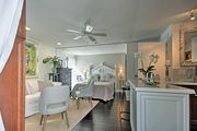 NEW! Sarasota Studio- mins From Beaches & Downtown