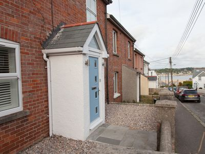 Photo for Modern house - 5 minute stroll to Padstow Harbour