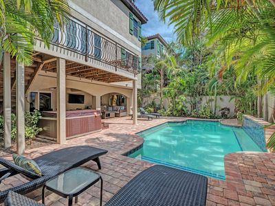 2020 winter deals  - 6 bedroom, elevator, heated pool, hot tub one block to the beach