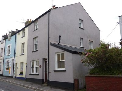 Photo for Centrally Located spacious 4 Bedroom House, garden and patio