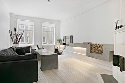 Bright Livingroom with a fireplace. The home is tastefully and minimalistic deco