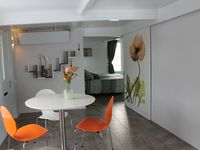 Great apartment in a beautiful village just a short bus ride. From Amsterdam.