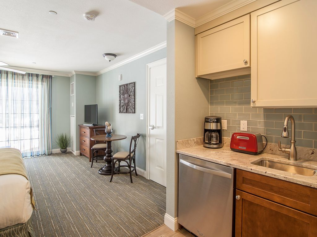 Riverwalk at Loon Studio | Kitchenette and Balcony, Sleeps 4