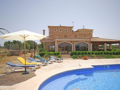 Photo for Large country house for 12 people with air conditioning, garden and pool