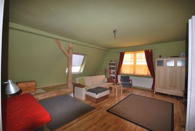 Large living room with fold out sofa, flatscreen TV & cable