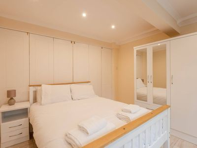 Photo for Great 2 bed, for 3 guests, 5 mins to Paddington!
