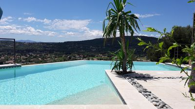 Photo for Villa with infinity pool and panoramic views