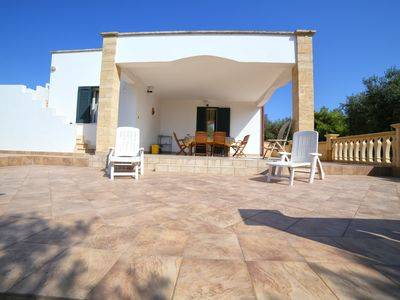 Photo for Villa with garden 3 minutes from the sandy beach of the Malvide del Salento