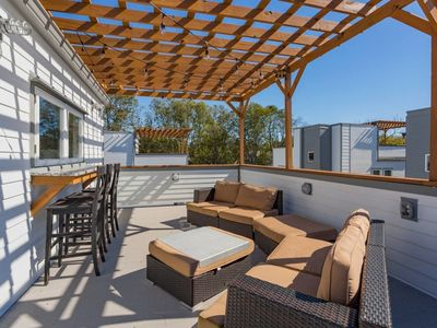 Photo for Luxury home,HUGE roof top deck,4 miles to Downtown