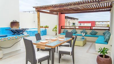 Private rooftop outside living area: dining, grill, sunbathing, jacuzzi
