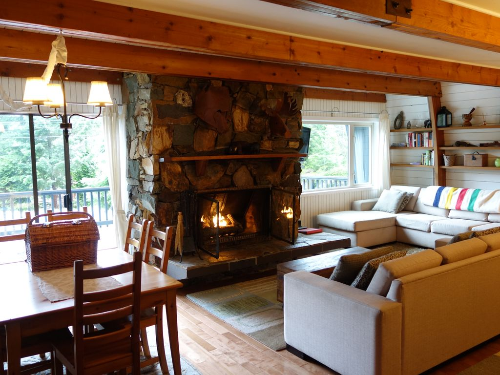 Alta vista holiday chalet classic whistler cabin with for Whistler cabin rentals