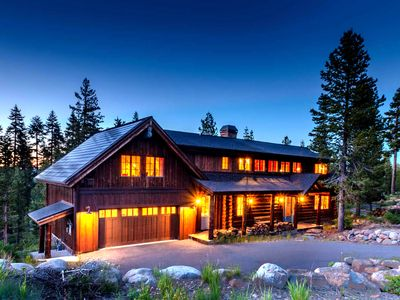 STUNNING LOG HOUSE & A COOK'S PARADISE!