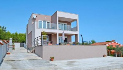 Photo for Holiday house Medulin for 8 persons with 4 bedrooms - Holiday house