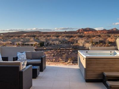 Photo for PRIVATE HOT TUB, AIR HOCKEY, PING PONG, X-BOX ONE, PICKLEBALL EQUIP., GAMES